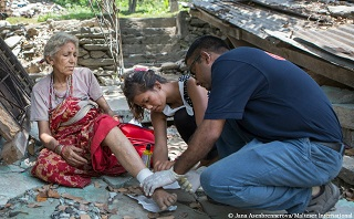 A Malteser International staff member provides aid to a patient wounded in the earthquake. Photo: Jana Asenbrennerova