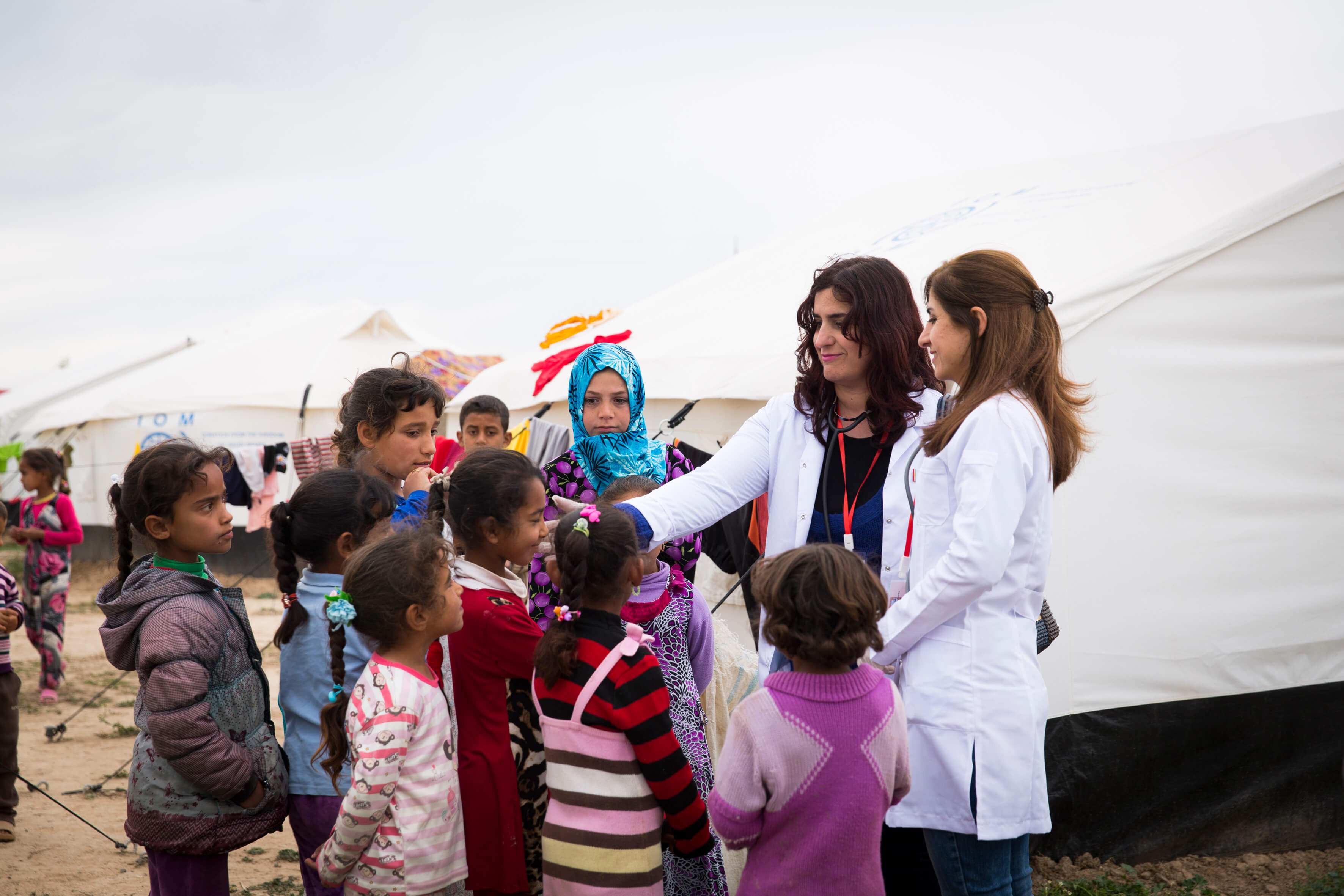 Staff from a mobile medical team with displaced people in the Erbil region. Photo: Carmen Wolf / Malteser International