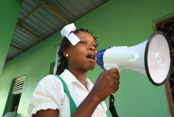 Education campaigns in schools. Photo: Jürgen Hoppe