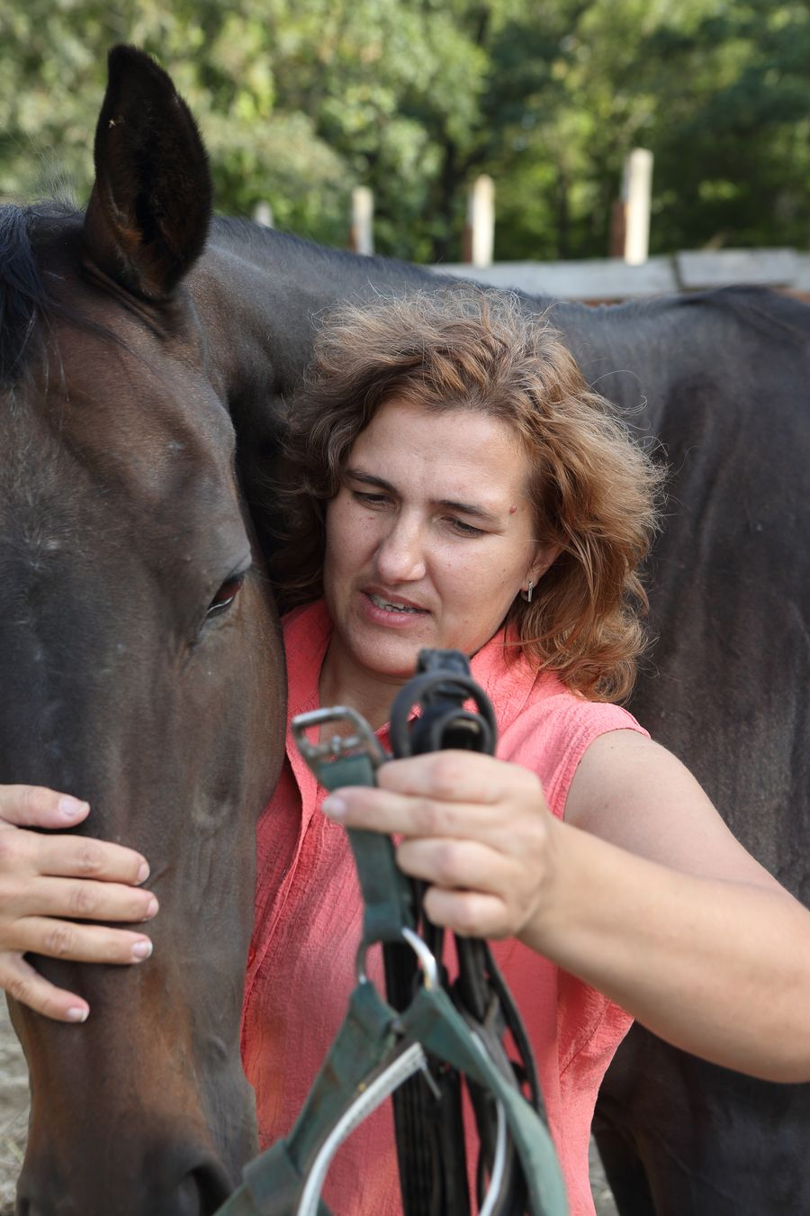 Oksana uses here horses for therapy - particularly with children Photo: Pavlo Titko/Malteser Ukraine