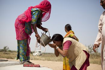 Good hygiene and clean drinking water greatly reduce the spread of diseases. (Photo: Carmen Wolf)