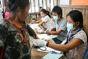 Health care professionals in the camps receive medical training by Malteser International.