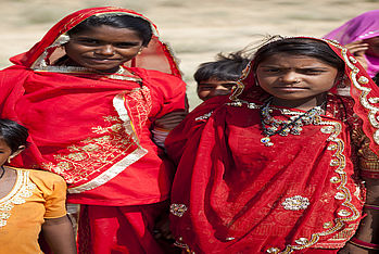 These two Dalit girls proudly wear their traditional clothes. (Photo: Carmen Wolf)
