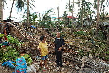 The pictures remind of the tsunami 2004 in south-eastern Asia. Photo: Kenly Monteagudon die Bilder nach dem Tsunami 2004. Foto: Kenly Monteagudo