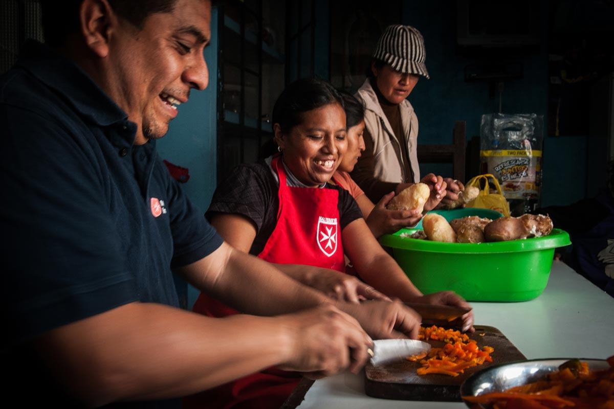 Suppenküche im Armenviertel - Betreuungsangebote für Jung und Alt ...
